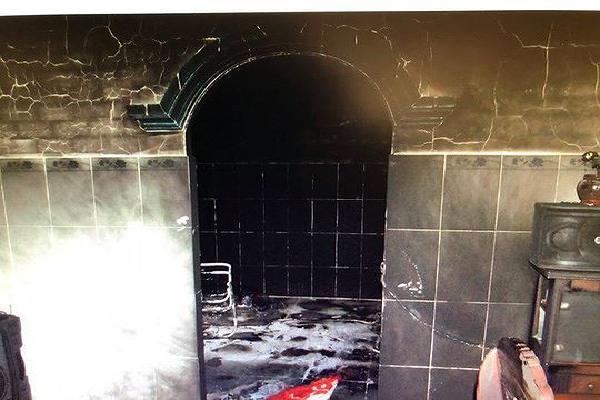Mang 20 lít xăng đốt nhà bạn gái khiến 2 người tử vong