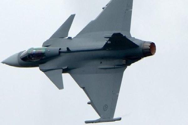 Tây Ban Nha bắn nhầm tên lửa AIM-120: Bí mật quân sự được hé lộ?