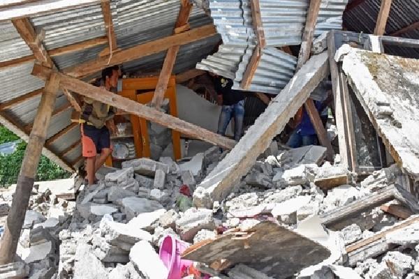 Động đất 6,9 độ lại rung chuyển Indonesia