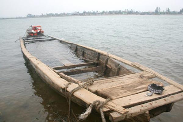 Đò chở 10 công nhân chìm trên sông ở Cà Mau, một người chết