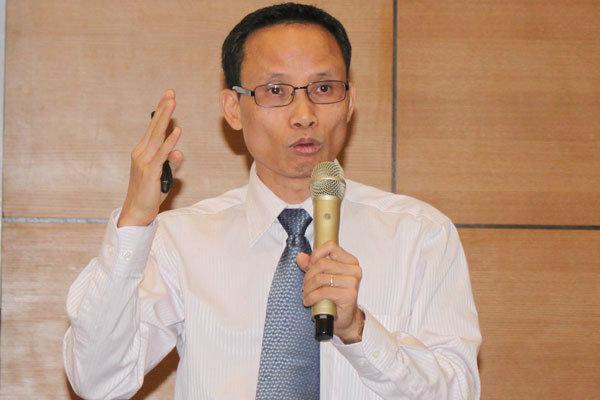 Ông Cấn Văn Lực: 'Thị trường tài chính cần minh bạch hơn'