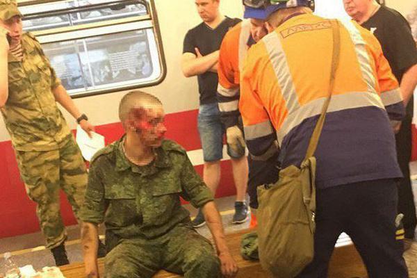 Đấu đầu với tàu điện, binh sĩ sống sót thần kì ở Nga
