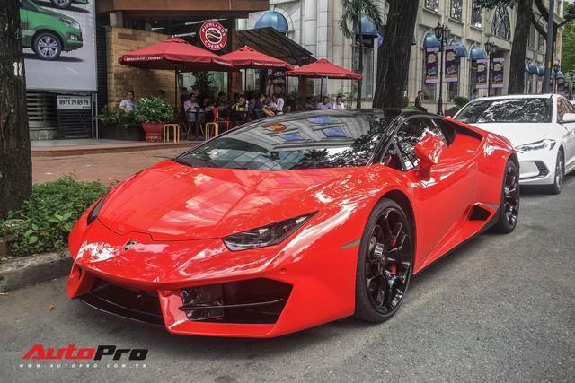 Chiếc xe này sở hữu màu sơn Rosso Mars rất nổi bật. Đây là chiếc Huracan LP580-2 duy nhất tại Việt Nam sở hữu màu sơn này.