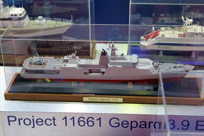 Cấu hình tàu Gepard trưng bày tại LIMA 2017 với 16 bệ phóng thẳng đứng cho tên lửa Klub-N, bệ phóng thẳng đứng cho tên lửa phòng không phía trước thượng tầng.