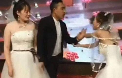 Cô gái đến phá đám cưới của người yêu cũ. Ảnh: Sohu.