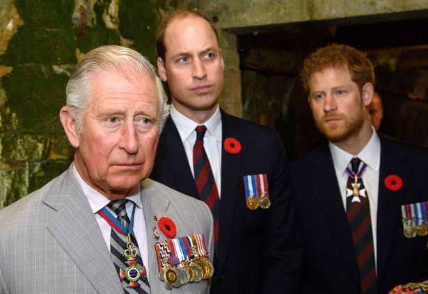 Hoàng tử Harry từng bị cười nhạokhi còn trẻ do học một thói quen kỳ quặc từ cha mình.