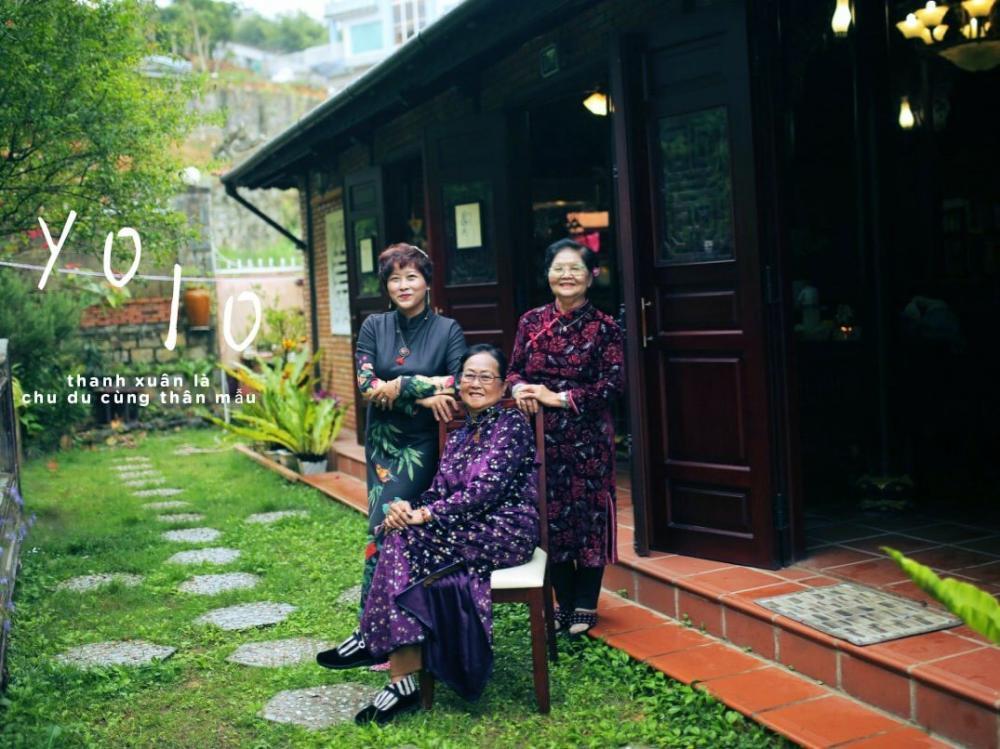 Những khoảnh khắc vui vẻ khác của chị Thảo bên cạnh hai người mẹ đáng kính của mình.