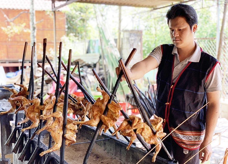 Festival Văn hóa Cồng chiêng Tây Nguyên 2018 có sự hội tụ hương vị ẩm thực Tây Nguyên cùng món ngon 3 miền. Ảnh: Hoàng Ngọc
