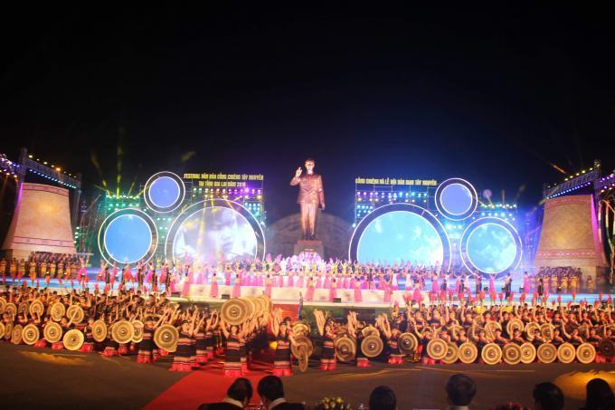 Quang cảnh buổi lễ khai mạc lễ hội văn hoá cồng chiêng.