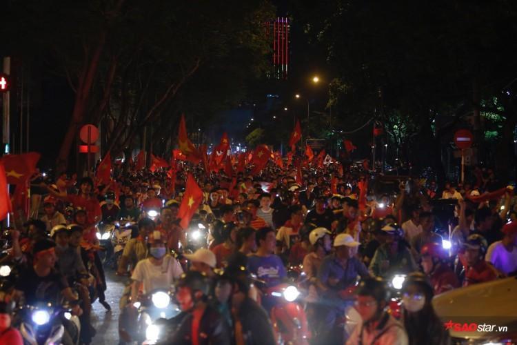 Dòng người đông đúc mọi con đường tại TP.HCM
