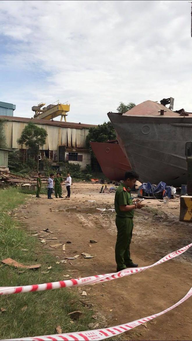 Hiện trường vụ nổ xưởng đóng tàu khiến ít nhất 2 người tử vong ở Sài Gòn - Ảnh 1.