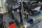 Ô tô Rolls-Royce rơi từ cầu nâng đè chết thợ sửa xe