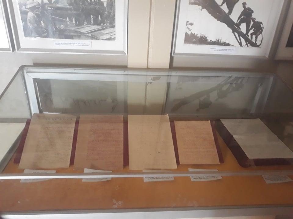 Những quyết tâm thư được trưng bày trong bảo tàng Quân khu IV.