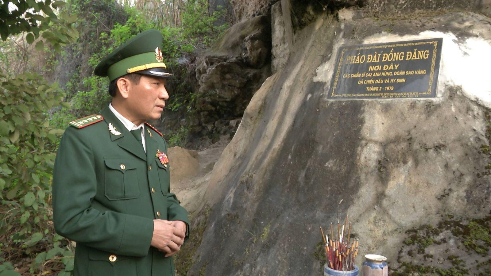 Đại tá, Anh hùng Lực lượng vũ trang nhân dân Nông Văn Phiao thăm lại chiến trường xưa. (Ảnh nhân vật cung cấp)