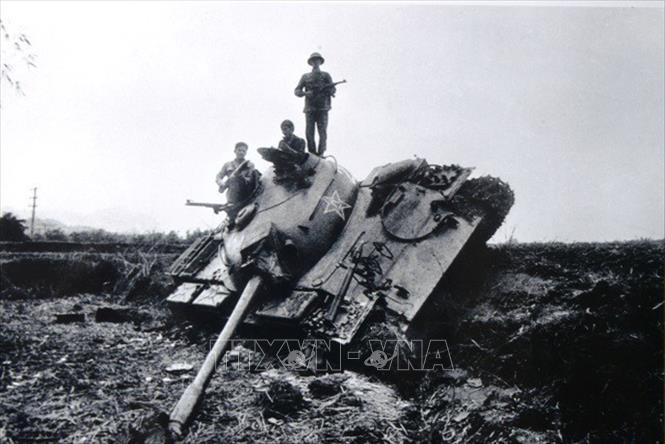 Chiếc xe tăng của giặc đã bị quân ta đánh gục ngay loạt đạn đầu tiên tại bản Sẩy, Hòa An, Cao Bằng. Ảnh: Trần Mạnh Thường/TTXVN