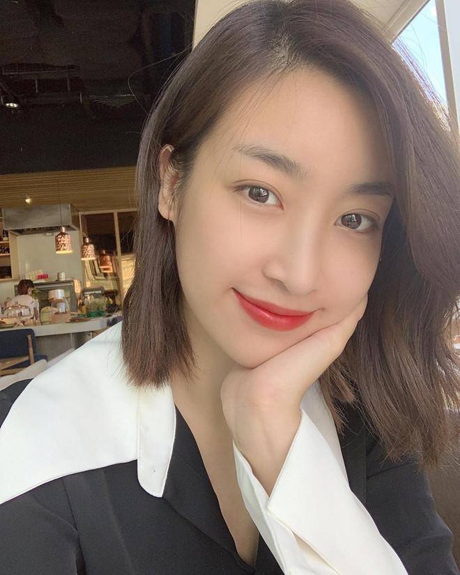 Đỗ Mỹ Linh cắt tóc ngắn từ trước khi bước vào quãng thời gian đồng hành với cuộc thi Hoa hậu Việt Nam 2018. Kể từ đó, cô thay đổi khá nhiều trong phong cách thời trang, không còn an toàn như trước và cũng được nhận xét là quyến rũ hơn, Đặc biệt, làn da trắng mịn của hoa hậu khiến nhiều người đẹp khác ghen tỵ.