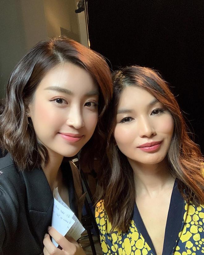 Mỹ Linh cuốn hút trong các bức ảnh selfie khoe gương mặt xinh đẹp, không tì vết. Hoa hậu cũng thường trang điểm nhẹ nhàng để phù hợp với sắc mặt.