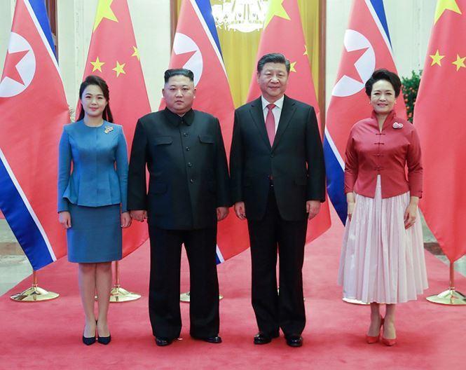 Lần gần nhất, bà Ri xuất hiện trên truyền thông là vào tháng 1/2019, khi tháp tùng chồng đếm thăm Bắc Kinh, Trung Quốc.