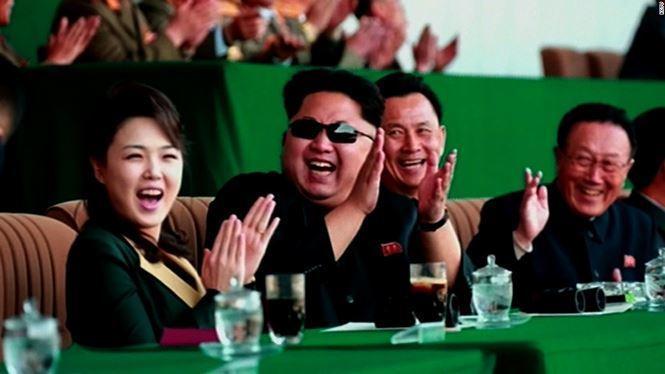 Theo CNN, hôm 13/4/2016, phu nhân Ri Sol Ju của nhà lãnh đạo Triều Tiên Kim Jong-un đã lần đầu tiên xuất hiện trước công chúng kể từ tháng 12/2014. Bà Ri nhận được nhiều sự mến mộ nhờ vẻ ngoài rạng sỡ, đầy sức sống.