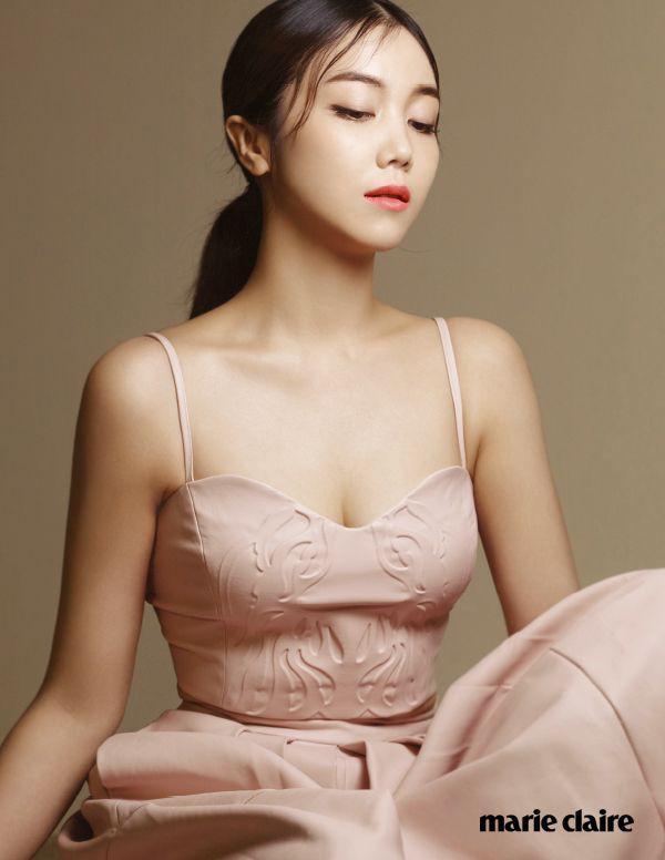 Kim Ok Bin sở hữu vẻ đẹp pha trộn giữa ngây thơ và quyến rũ.