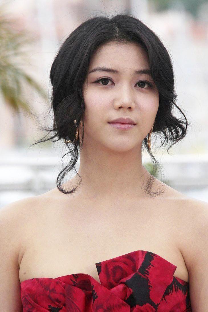 Cô là một trong số hiếm mỹ nhân Hàn được bước lên thảm đỏ Cannes danh giá.