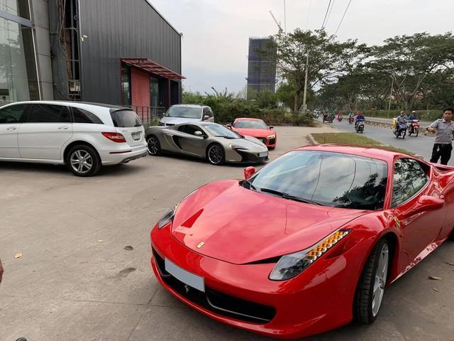 Những chiếc siêu xe được đồng loạt đưa đi làm đẹp trước Tết. Ảnh: Hai Dang Nguyen.