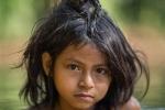 Câu chuyện xúc động và sự thật tàn khốc ít ai biết về em bé 11 tuổi mồ côi sống cùng chú khỉ con trong rừng sâu