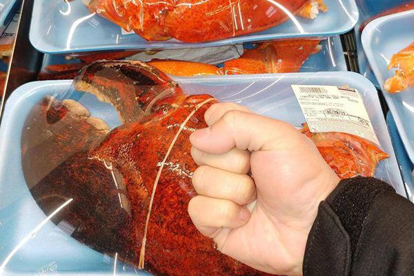 Càng tôm hùm 'hai tay ôm không xuể' 200.000/kg tràn lan siêu thị, dân tình rần rần rủ nhau ăn