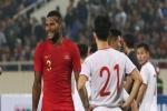 Hài hước nhìn cầu thủ 'ông chú' U23 Indonesia cố gắng bắt chuyện làm thân với Đình Trọng