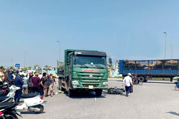 Va chạm với xe tải, 2 vợ chồng ở Thanh Hóa tử vong tại chỗ