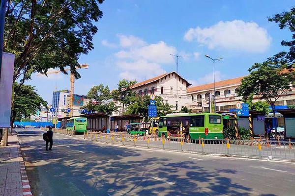 Người dân đi xe buýt sẽ được giữ xe miễn phí