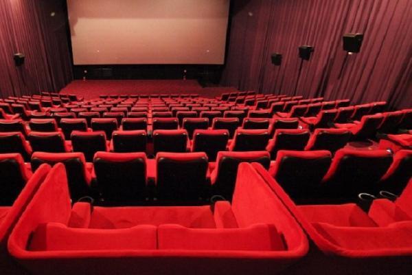 Tại sao các rạp chiếu phim phải làm rèm cửa bằng vải đỏ?