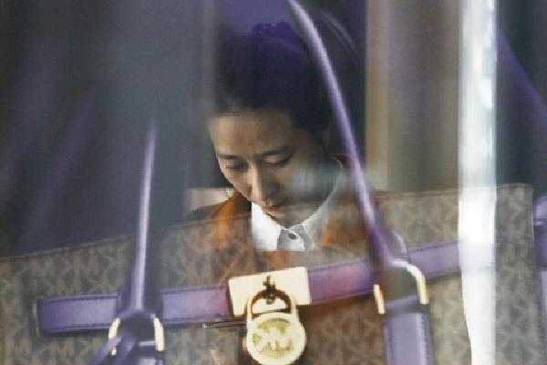 Giới trẻ Hàn Quốc sẵn sàng nhịn ăn, dành tiền mua đồ hiệu