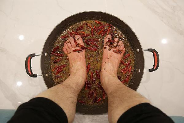 Khám phá 'sốc' lẩu ngâm chân độc lạ ở Trung Quốc