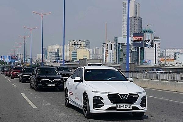 VinFast miễn lãi vay hai năm đầu cho khách mua xe Lux