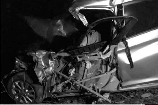 Tài xế ôtô con tử vong trong cabin sau cú 'đấu đầu' xe khách ở Bắc Giang