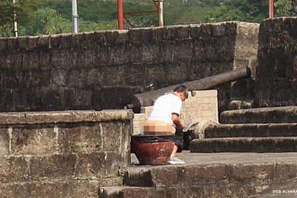 Philippines truy tìm du khách trong bức ảnh gây sốc