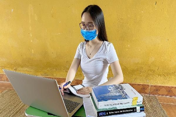 Du học sinh chật vật học online
