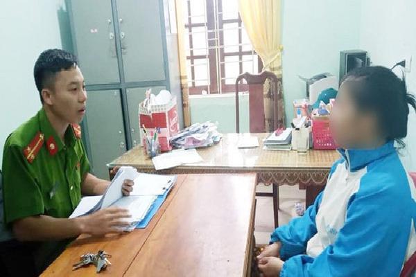 Người phụ nữ bị triệu tập do lên mạng đăng việc địa phương không cứu trợ cụ già