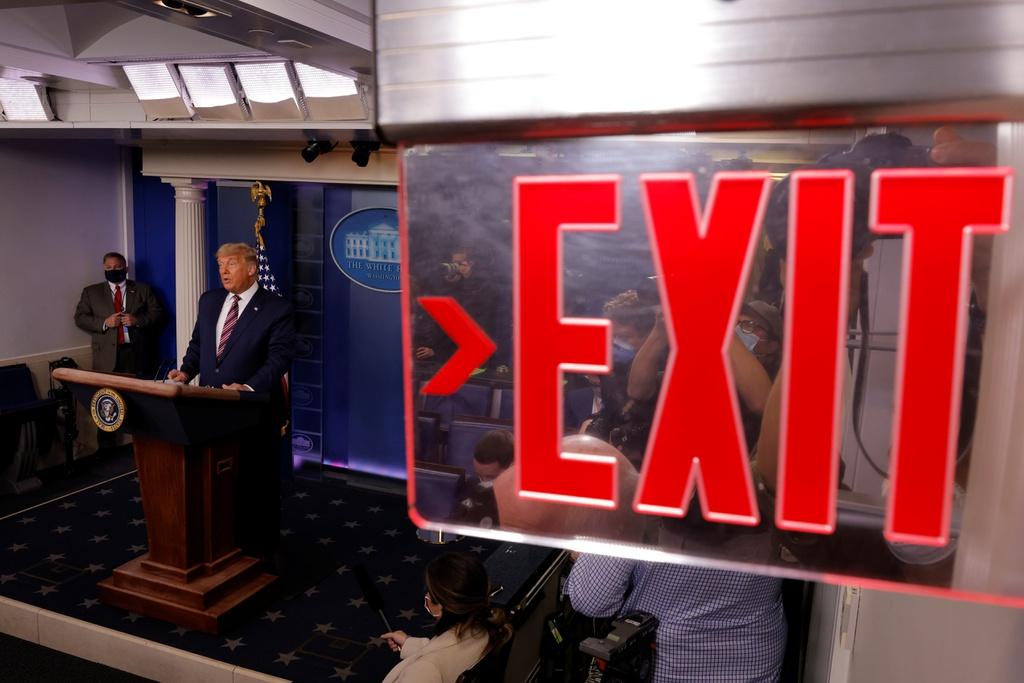 Ông Trump phát biểu trong phòng họp báo ở Nhà Trắng. Ảnh: Reuters.