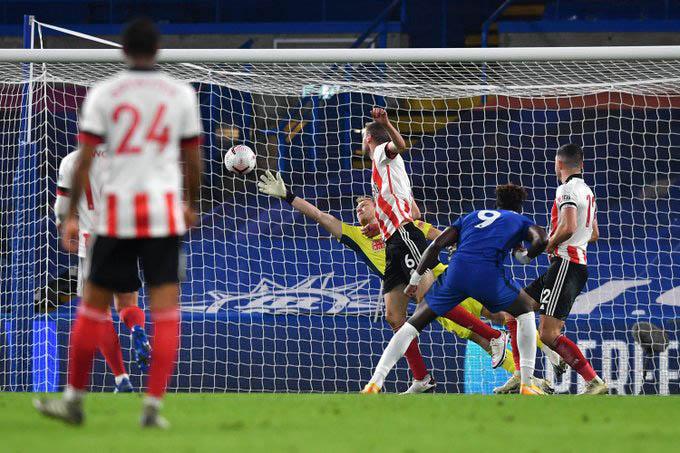 Abraham ghi bàn gỡ hòa cho Chelsea