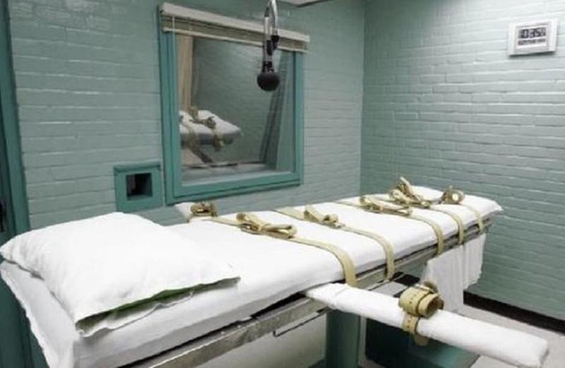Nữ tử tù được khám có thai hay không trước khi tiên thuốc độc. Ảnh minh họa.