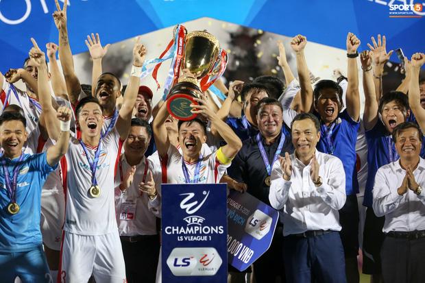 3 điểm có được giúp Viettel chính thức lên ngôi vô địch V.League 2020 với 41 điểm, hơn Hà Nội FC 2 điểm