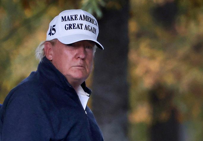 Tổng thống Mỹ Donald Trump trở về Nhà Trắng sau khi truyền thông dự đoán ông Joe Biden thắng cử hôm 7/11. Ảnh: Reuters.