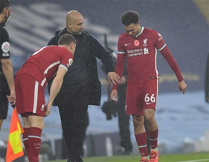 Alexander-Arnord rời sân giữa chừng ở trận Man City - Liverpool vì chấn thương