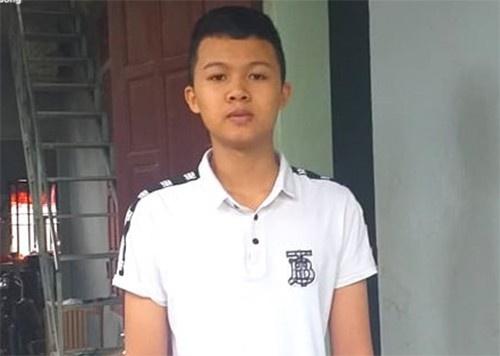 Chiều 9/11, Lê Việt Hoàng đi khám sức khỏe để có thể nhập học trường Sĩ quan Lục quân 1. Ảnh: VTC.