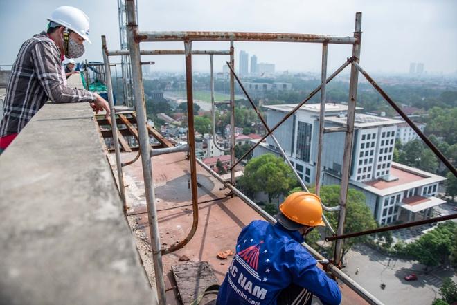 Để tòa nhà 8B Lê Trực được đưa vào sử dụng, các cơ quan chức năng cần tiến hành nhiều bước xử lý. Ảnh: Hải Nam.