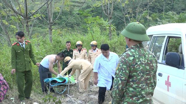 Các lực lượng chức năng nhanh chóng có mặt ở hiện trường để triển khai công tác cứu nạn, cứu hộ. Ảnh: My Ly.
