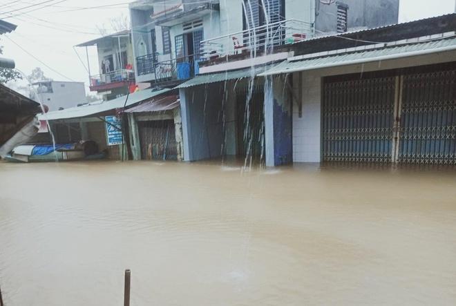 nhieu noiMưa lớn khiến nhiều nơi ở xã Đại Lãnh, huyện Đại Lộc, ngập sâu. Ảnh: Nhật Quang. bi chia cat do lu len anh 1