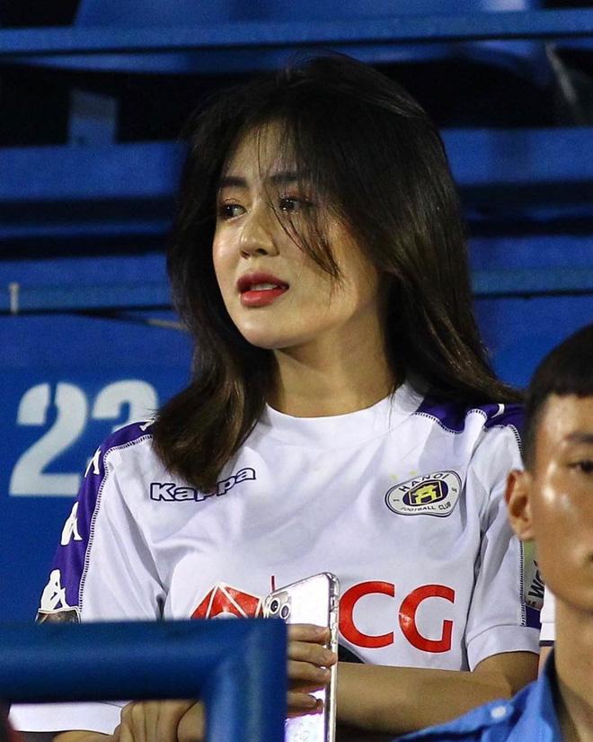 Thảo Uyên dính tin đồn hẹn hò với cầu thủ Mạch Ngọc Hà
